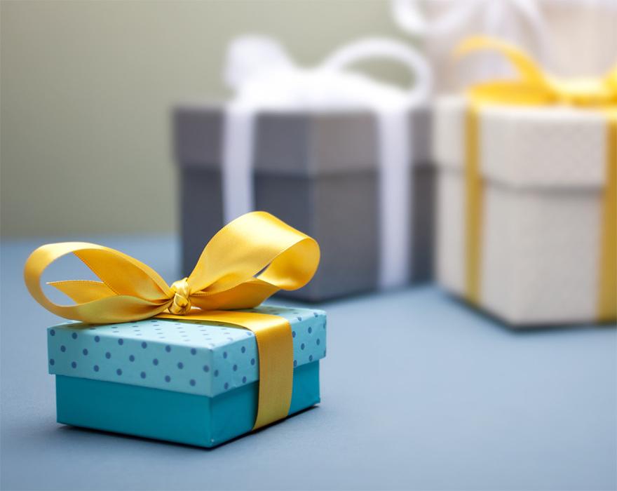 Сувенирная упаквка и коробка с логотипом