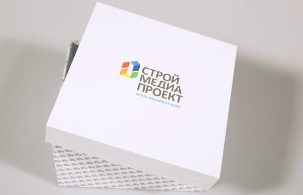 Коробка с логотипом СтройМедиаПроект